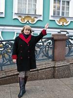 guide russe et représentante pouchkine tours